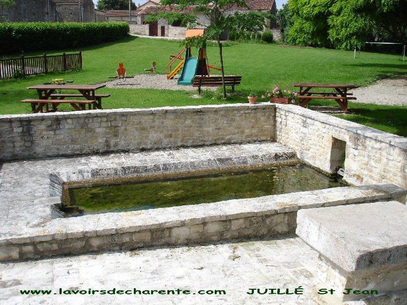 Les lavoirs de charente - Piscine dans petit jardin de ville saint paul ...